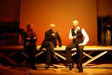 Jürgen Grözinger (right) in a conversation with composer Michael Nyman. Left: Annette Gentz