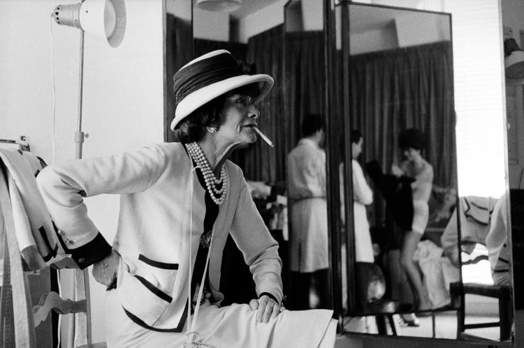 Coco Chanel in ihrem Atelier, 31 Rue Cambon, Paris, 1962 ©Douglas Kirkland/Photo Op
